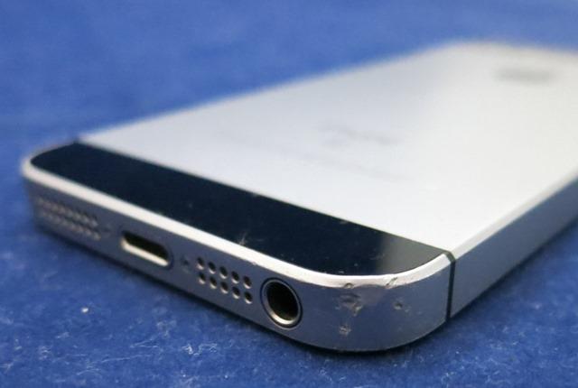 iPhone SEの傷 2