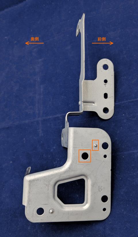 位置合わせの突起と固定用のネジ穴