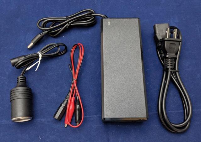 AC-DC変換アダプターのパッケージ 内容物一覧