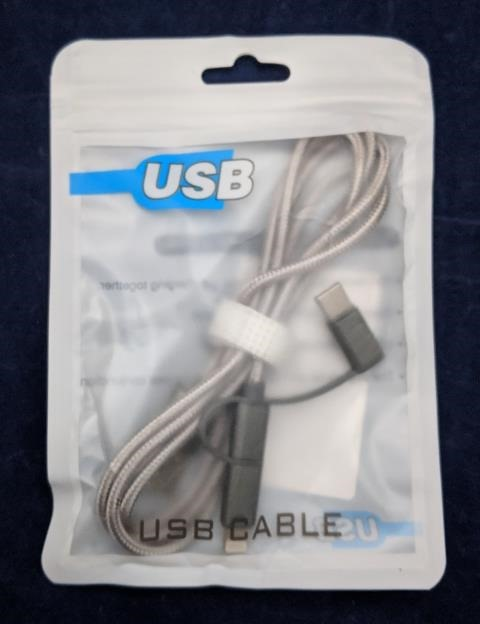 Lightning + microUSB + USB Type-Cの3 in 1 ケーブル