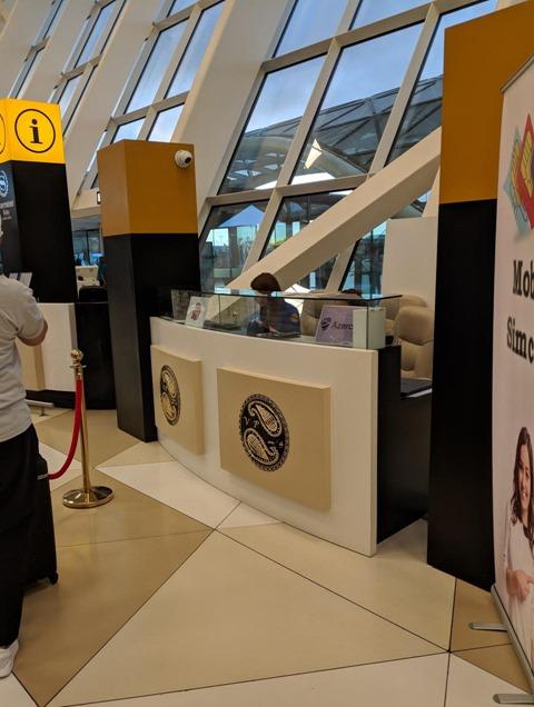 ヘイダル・アリエフ国際空港のカウンター