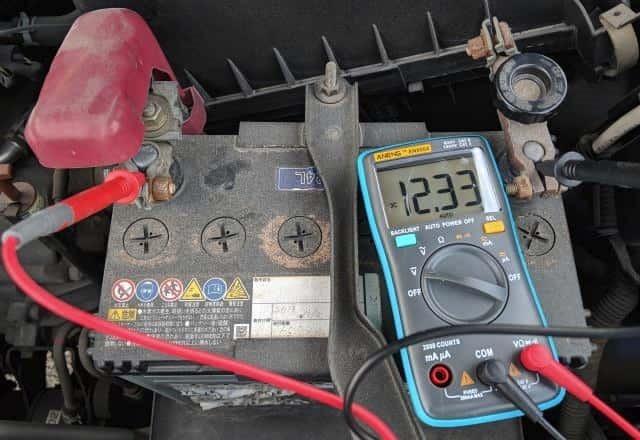 古いバッテリーの電圧