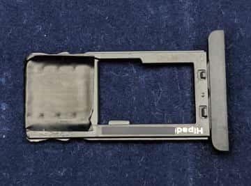 microSDカード用のトレイ