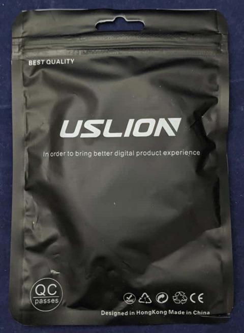USLIONのUSBケーブルのパッケージ